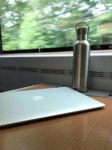 Auch auf Reisen ist gut immer eine Trinkflasche dabei zu haben. (Bild: Thorsten Claus)