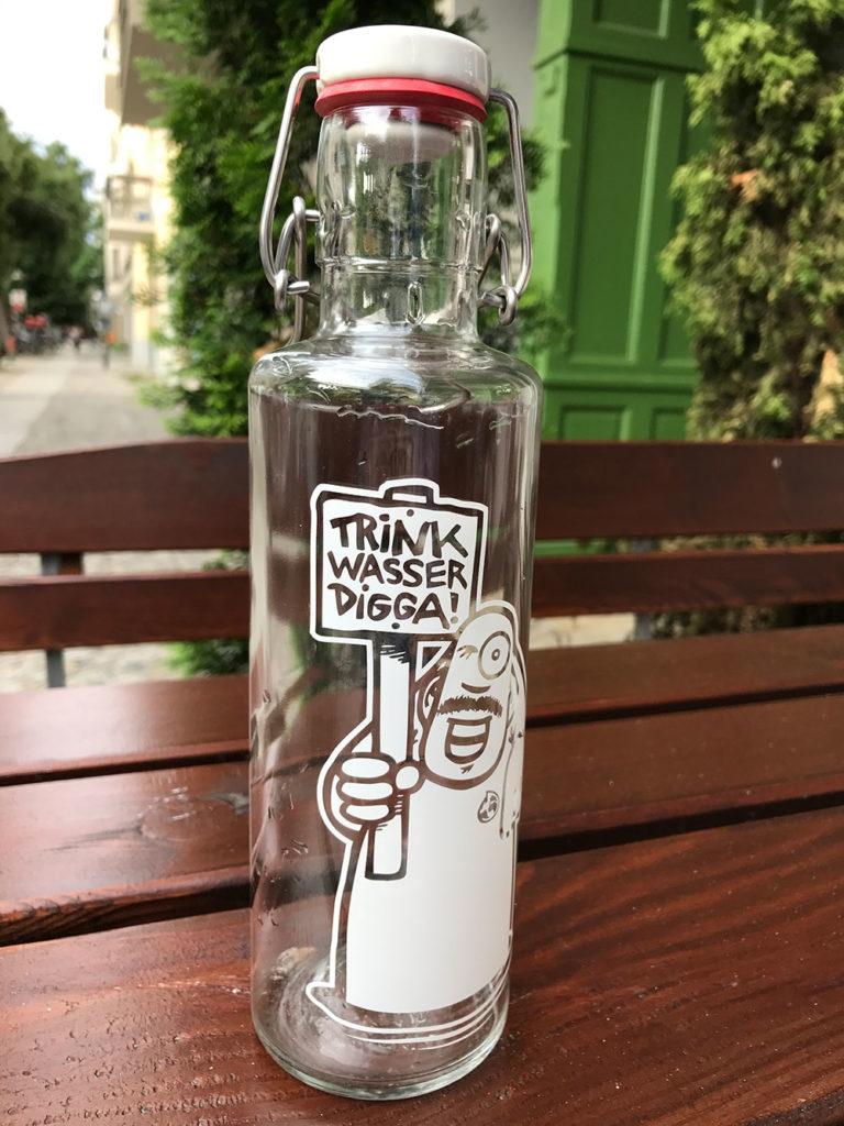 Die 0,6 Liter fassende Soulbottle Flasche besteht aus Glas und hat einen Bügelverschluss. (Bild: Thorsten Claus)